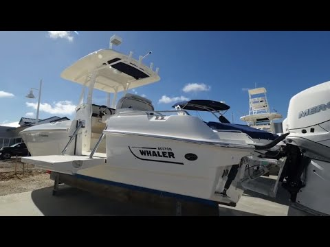 2018 Boston Whaler 27 Dauntless Boat For Sale at MarineMax Fort Myers