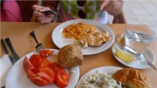 Питание в Черногории цены кафе Галия(Цены на питание в Черногории. Кафе Галия в Бечичи. Как мы питались и сколько платили., 2015-07-08T11:28:36.000Z)
