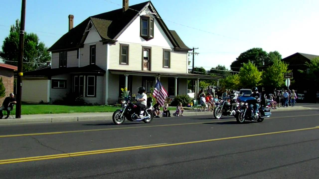 Download Run to the Cascades motorcycle parade - part 1