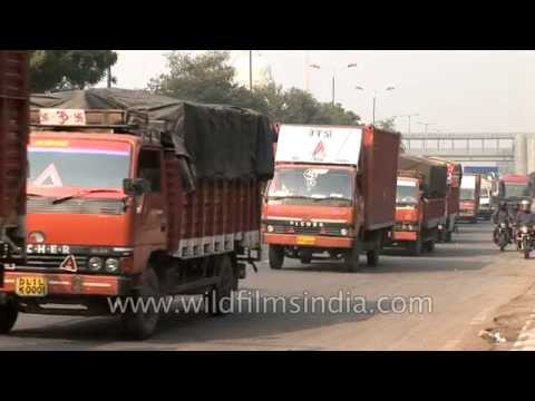 Traffic on the way to Indira Gandhi International Airport, Delhi