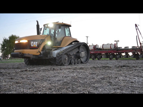 Planting Corn with Cat Challenger 55 and White 6180 - Iowa 2017