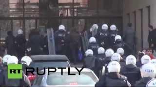 В столице Турции полиция применила слезоточивый газ к студентам у входа в университет