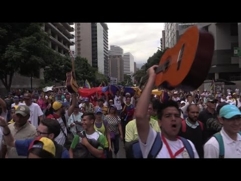 Venezuelan musicians take to the streets in anti-govt protests