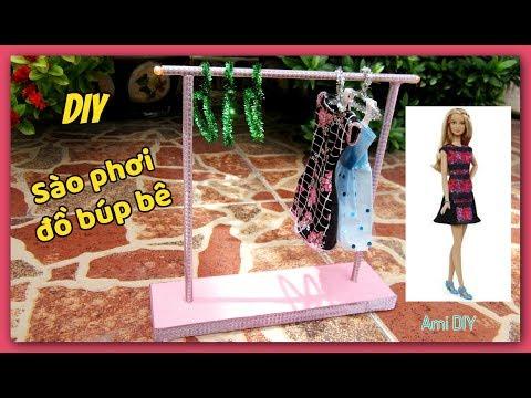 DIY – How to Make a Doll Clothes Rack | Cách làm Sào phơi đồ cho búp bê / Ami DIY