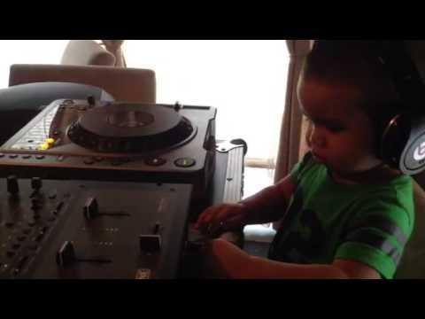 DJ AVI-X Jr LiVE On Deck!