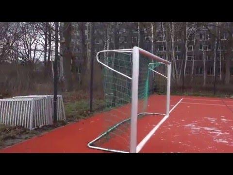 Германия . Спортивная  площадка  при школе .