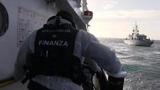 Migranti, la Guardia di Finanza sale a bordo della Mare Jonio