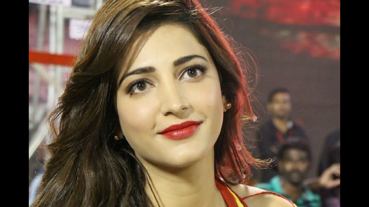 "Shruti Hassan - Singing a Song in her Next ""Gabbar ..."