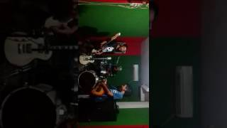 """The cambiries """"zombie mp3"""" (cover by the dark ) iqyannauval studios T3"""