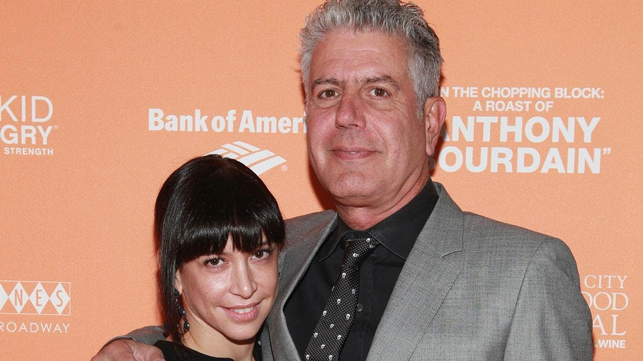 pictures-of-anthony-bourdain-wife-old-lady-handjob