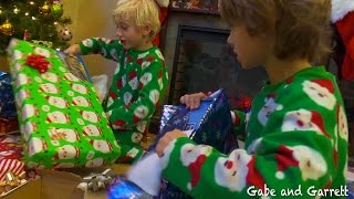 christmas morning 2014 gabe and garrett opening presents