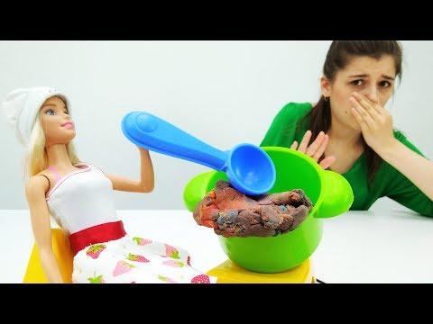 Видео для девочек: СТРАННЫЕ ПРЕДМЕТЫ в сумках #Барби и #лучшаяподружкаВика! Игры Барби
