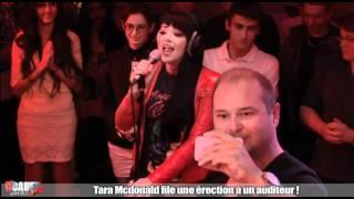 Tara Mcdonald file une érection à un auditeur - C