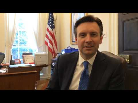 Interview with White House press secretary Josh Earnest in West Wing office