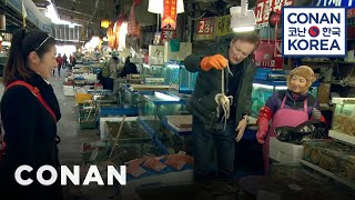 Conan & his Korean teacher Jin Shil drop into Seoul's famous seafood bazaar and come away with a new friend, Samuel the octopus. More CONAN ...