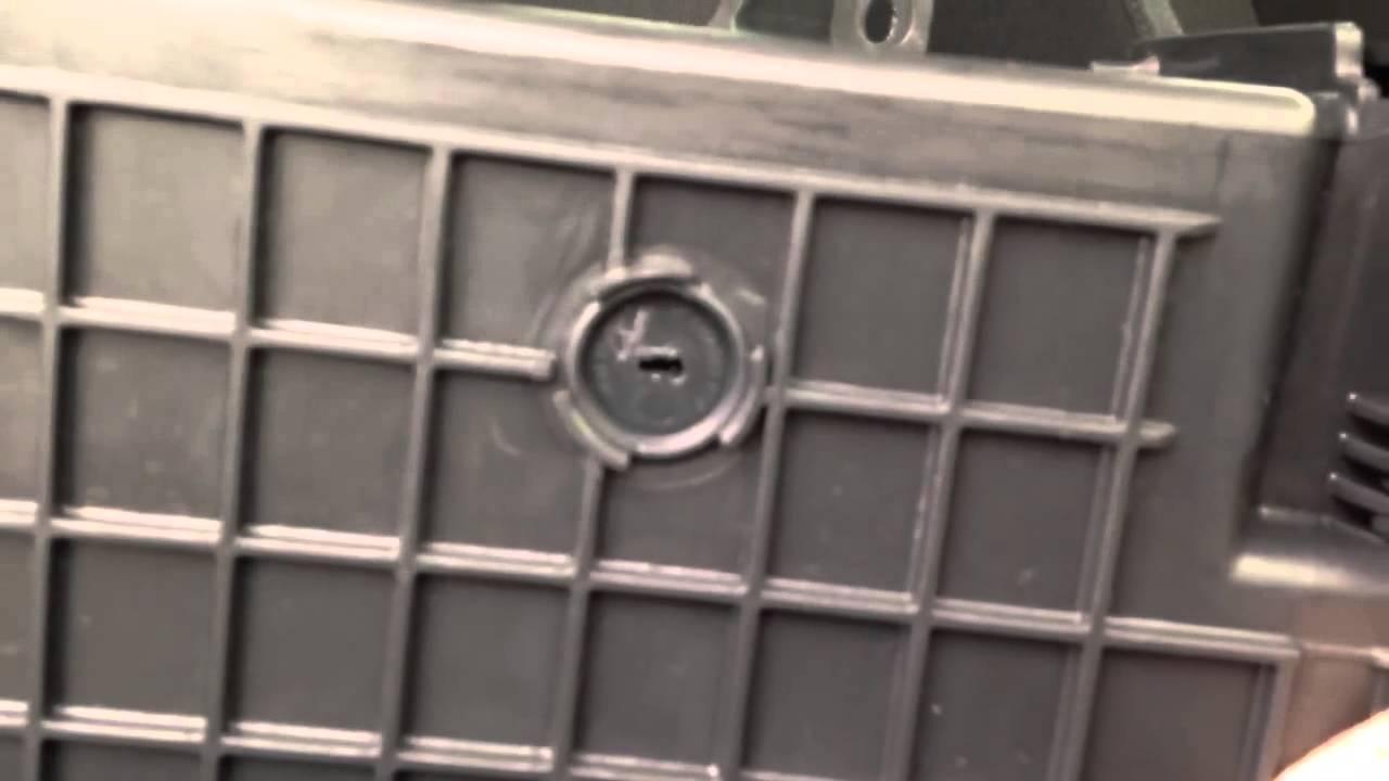 Ящик под пассажирским сидением Skoda Superb