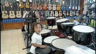 Main di Toko Alat musik dan Alat Olahraga