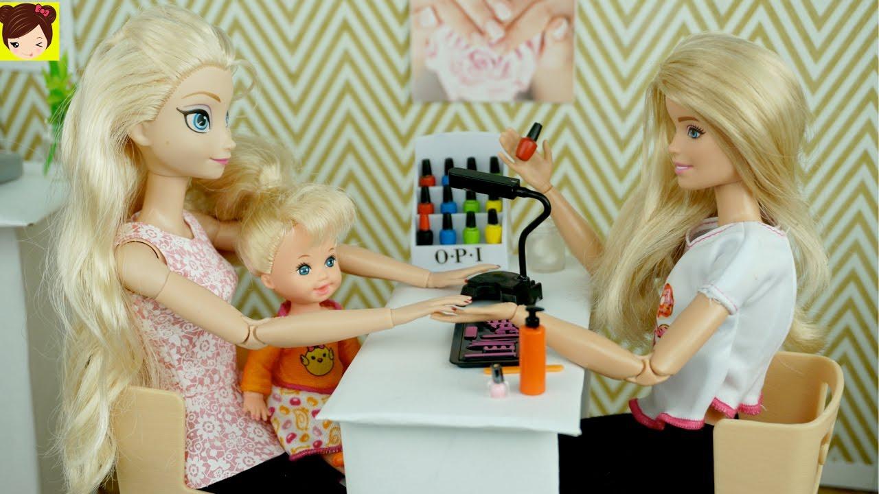 Bebes de Elsa y Anna Se Pintan Las Uñas en El Salon de Barbie + Como ...