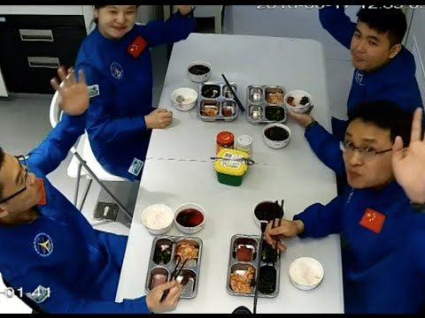 Chinese Volunteers in Survival Experiment Have First Meal in Hermetic Module