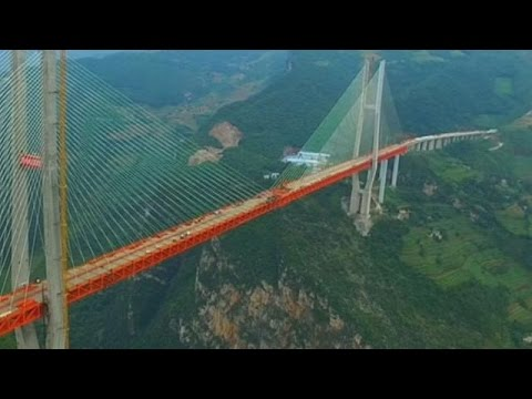 China soma recordes ao concluir ponte mais alta do mundo