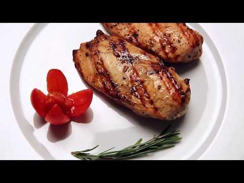 Куриный стейк в духовке - вкусное блюдо на скорую руку.