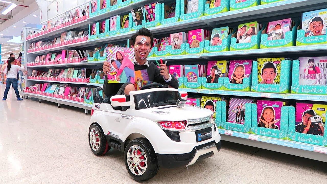 Comprando Utiles Escolares En Un Carro De Juguete Ami Rodriguez