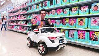 Comprando Utiles Escolares en un Carro de Juguete - Ami Rodriguez