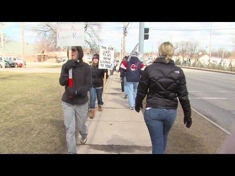 6pm: Strongsville teachers back on picket line after bargaining session