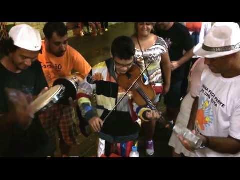 Roda de samba com direito a violino e brasileirinho em S. Luiz do paraitinga