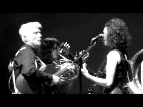 St. Vincent And David Byrne - Burning Down The House