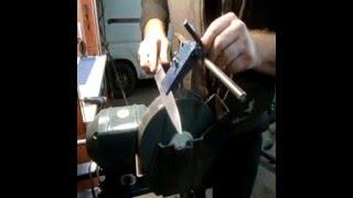 Приспособление для заточка ножей и инструмента.(Заточник я неважный. пришлось немного доработать наждак., 2016-01-09T12:12:54.000Z)