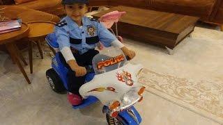ELİFE YENİ POLİS KOSTÜMÜ , Polis oyunlarını çok seven elife çok yakıştı.Eğlenceli çocuk videosu