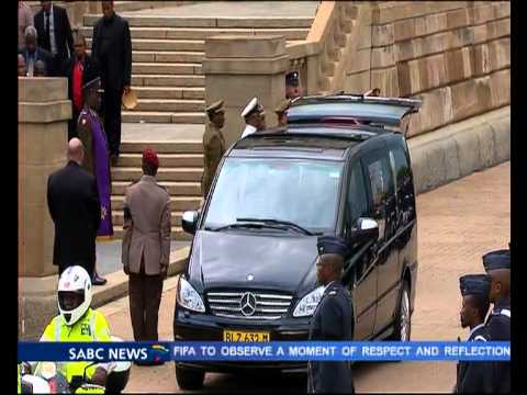 Madiba's body leaves the Union Building