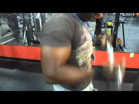 ARMS EVERY DAY ACTION !!! (((18 inches pumped)))