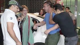 Salman Khan's FUNNY Moment With Mother Helen At Arpita Khan's Diwali Party 2018