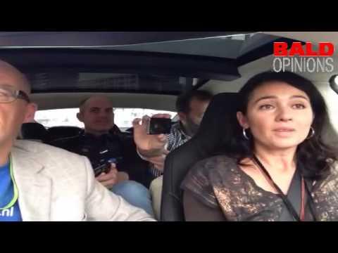 Marie-Claire van den Berg, journaliste en filmmaker over groen gas rijdt in Tesla