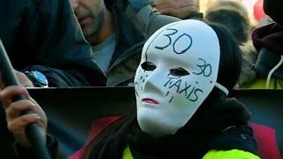 شاهد: إضراب سائقي سيارات الأجرة في مدريد إحتجاجا على خدمة أوبر وكابيفي…