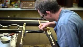 Покрытие поталью декоративных элементов рамы зеркала(Реставрируем раму большого зеркала. На данном видео наш ведущий реставратор Павел Морозов покрывает декор..., 2016-04-11T19:36:48.000Z)
