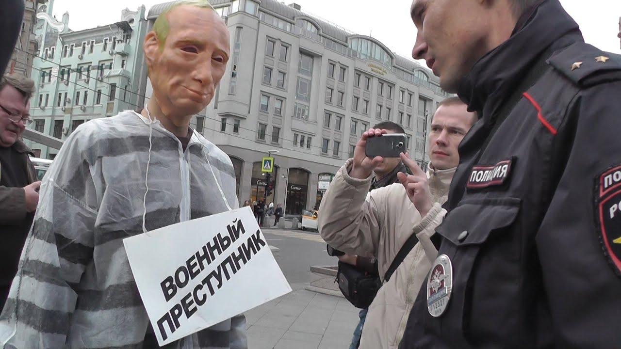 Четырех человек, гулявших в масках Путина, задержали в Москве - Цензор.НЕТ 6515