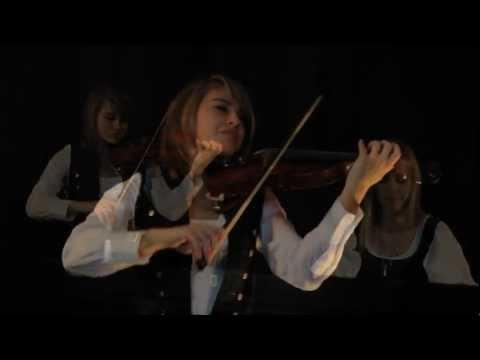 Lara and Taylor play a Les Miserables medley!