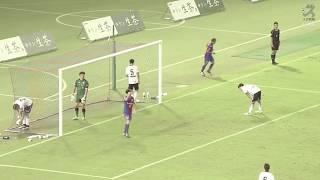 大久保 嘉人(FC東京)が左後方から供給された緩やかなクロスを右足で流...