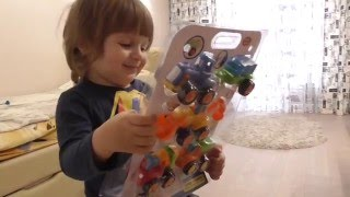 Распаковываем набор спецтехники, ребёнок в восторге