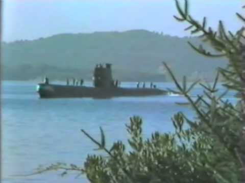 1985. Foxtrot class submarine (Libya) leaving the Tivat dock