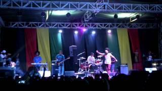 Ras Muhamad live maumere,flores 2015 - Reggae musik ini