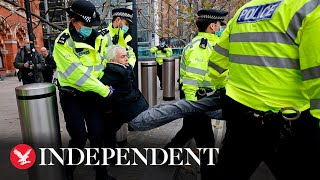 Anti-lockdown protesters detained by police in London