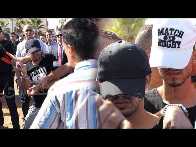 شاهد كيف ذبح مجرم صديقه بسلا والشعب يطالب بإعدامه