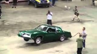 çılgınca dans eden araba
