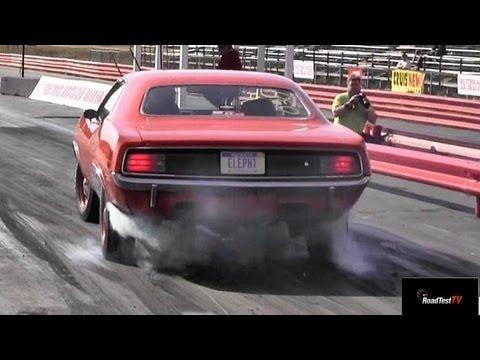 426 Hemi Cuda vs 426 Hemi Coronet R/T - 1/4 mile drag race video ...
