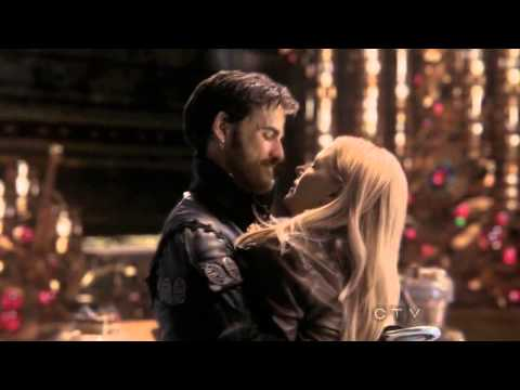 'Once Upon A Time': Hook And Emma Share A Passionate Kiss (VIDEO)