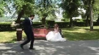 Как сделать красивое свадебное видео? #yourstory_studio(Как сделать красивое видео свадебное видео? Мини-видео о том, как у нас проходят съемки) То невеста бегает..., 2016-07-12T11:28:38.000Z)